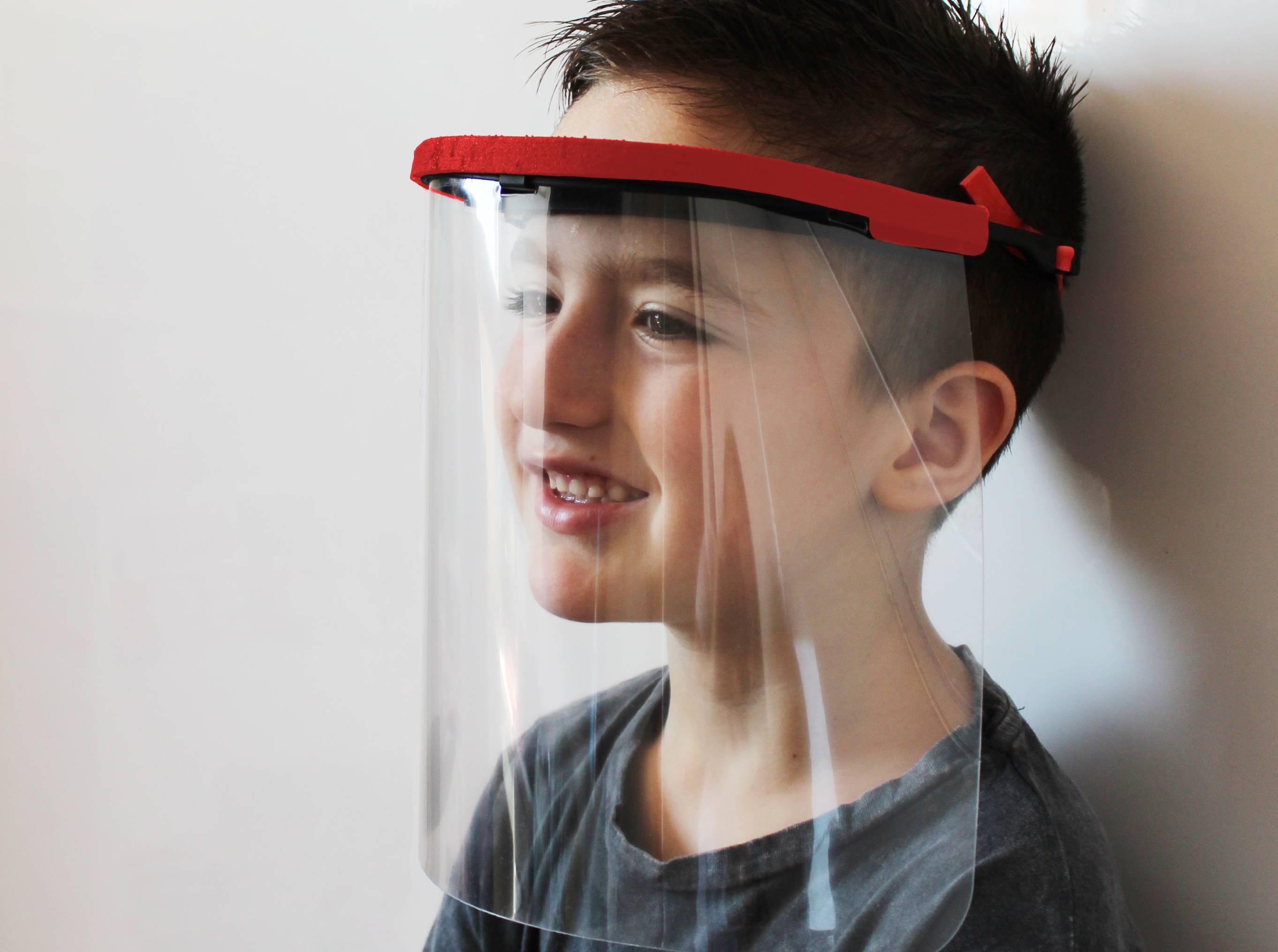 https://www.tayg.com/wp-content/uploads/2020/08/pantalla-proteccion-covid-para-niños.jpg
